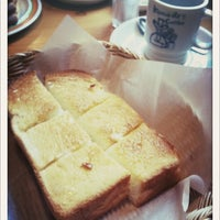 Photo taken at Komeda's Coffee by ぽこにゃん on 4/15/2012