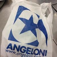 Foto tirada no(a) Supermercado Angeloni por Fran P. em 6/6/2012