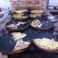 Foto tirada no(a) Pizzaria Falcone por Christiane L. em 6/7/2012