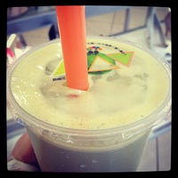 Photo taken at Momo Bubble Tea and Coffee House by Adeleen C. on 9/3/2012