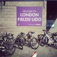 Photo prise au London Fields Lido par Mat A. le4/14/2012