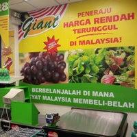Photo taken at Giant Hypermarket by n.Nɐzɹʎ♕m.Nɐʍı™ on 6/9/2012