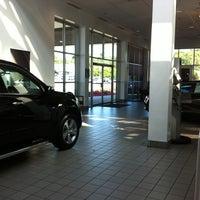 Foto tomada en Norris Acura West por Tom Z. el 6/15/2012