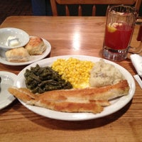 Photo taken at Cracker Barrel Old Country Store by Kevin H. on 3/6/2012