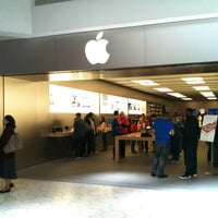 Photo taken at Apple Briarwood by Thomas D. on 4/6/2012