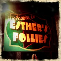 Photo prise au Esther's Follies par Jonathan S. le3/15/2012