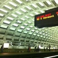 6/24/2012 tarihinde DC Metro Peopleziyaretçi tarafından Gallery Place - Chinatown Metro Station'de çekilen fotoğraf