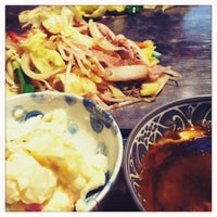 Photo taken at お好み焼き 山崎屋 by Tomo K. on 5/21/2012