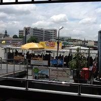 Photo taken at ท่าเรือวังหลัง (ศิริราช) Wang Lang (Siriraj) Pier N10 by Tikeru ต่าย ร. on 6/8/2012