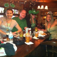 Photo prise au The Field Irish Pub & Eatery par Danielle C. le3/17/2012