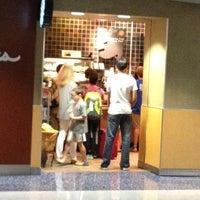Photo taken at Starbucks by Minh L. on 7/7/2012