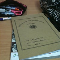 Foto tirada no(a) Library | Kuo Chuan Presbyterian Secondary School por Isabel <3 em 3/28/2012