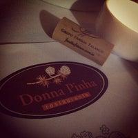 Foto tirada no(a) Donna Pinha por Douglass F. em 6/13/2012