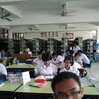 Photo taken at ห้องสมุด โรงเรียนอนุกูลนารี by Suphawit P. on 6/18/2012