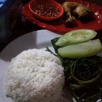 Photo taken at Nasi Tempong Nusantara by thom p. on 8/27/2012