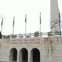 Foto tirada no(a) Obelisco Mausoléu aos Heróis de 32 por Pietro B. em 5/23/2012