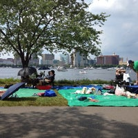 รูปภาพถ่ายที่ Charles River โดย Kevin S. เมื่อ 7/4/2012