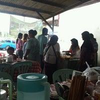 Photo taken at ร้านก๋วยเตี๋ยว สี่แยกควนลัง by Pitakchon C. on 9/6/2012