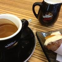 Foto scattata a Caffe GianMario da Harfouch V. il 5/17/2012