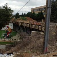3/2/2012 tarihinde Jennifer Kjellgren ~.ziyaretçi tarafından Atlanta BeltLine Corridor under Freedom Pkwy'de çekilen fotoğraf