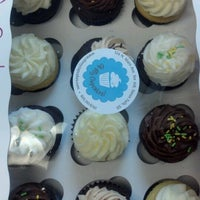 Photo taken at Oh My Cupcakes! by Janelle A. on 8/18/2012