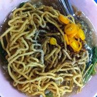 Photo taken at ราดหน้ายอดผัก ปากซอยบ้านแก้ววิลล่า2 by Potjanee T. on 3/30/2012