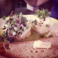 Foto scattata a Cafe 21 da Clement N. il 9/1/2012