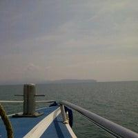 Photo taken at กลางทะเล สตูล by rattapon on 2/18/2012