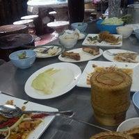Photo taken at ร้านอาหาร ยำรสแซ่บ by Pitiporn M. on 8/20/2012
