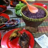 """Photo taken at Saung Punclut """"Sangkan Hurip"""" by Dila J. on 3/24/2012"""