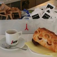 Foto scattata a Caffè Parigino da caffè p. il 7/23/2012