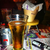Photo taken at Pizza é Birra by Raina Jessamine G. on 2/22/2012