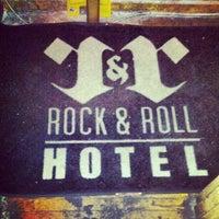Photo prise au Rock & Roll Hotel par Toby O. le6/8/2012
