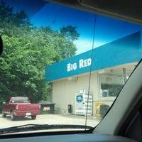 Foto diambil di Corner Store oleh Dave P. pada 6/1/2012