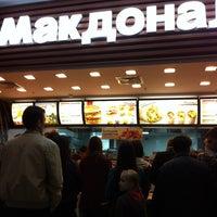 Foto scattata a McDonald's da Dennis R. il 9/2/2012