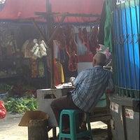Photo taken at Pasar kaget musyawarah by Ronny S. on 5/30/2012