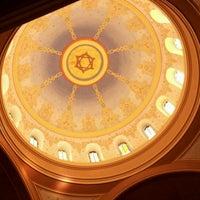 Foto tirada no(a) Sixth & I Historic Synagogue por Moses H. em 5/1/2012