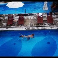 Foto tomada en Villa Premiere Boutique Hotel & Romantic Getaway por Scott M. el 9/2/2012