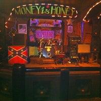 Снимок сделан в Money Honey пользователем 🅰ndrew K. 7/31/2012