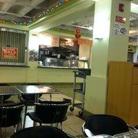 รูปภาพถ่ายที่ Food Court at Richland Center Basement โดย Shane Y. เมื่อ 6/21/2012