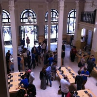 Photo taken at Apple Opéra by Pedro G. on 8/6/2012
