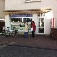 Photo taken at Uhde Bäckerei by Linda S. on 5/12/2012