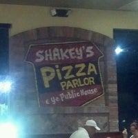 Photo taken at Shakey's Pizza Parlor by Ruben C. on 8/12/2012