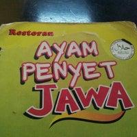 Photo taken at Restoran Ayam Penyet Jawa by Nazrul M. on 2/27/2012