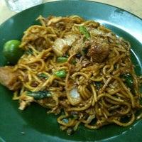 Photo taken at Sadong Indah & Catering by Zwan N. on 7/5/2012