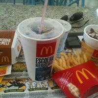 Foto tirada no(a) McDonald's por Marg T. em 4/10/2012