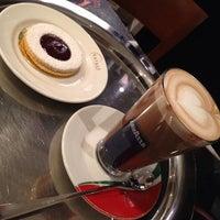 Снимок сделан в Caffe Lavazza пользователем Built F. 3/4/2012