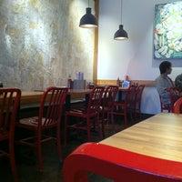 6/19/2012に✨Mikhai T.がXoia Vietnamese Eatsで撮った写真