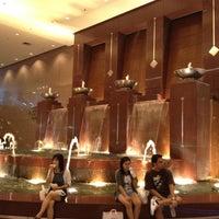 Das Foto wurde bei Takashimaya S.C. von Cate H. am 7/25/2012 aufgenommen