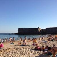 Foto tirada no(a) Praia da Torre por Jose T. em 7/16/2012